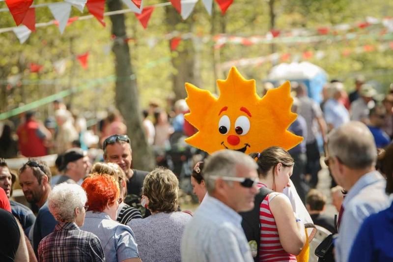 festival-sucres-mascotte-foule